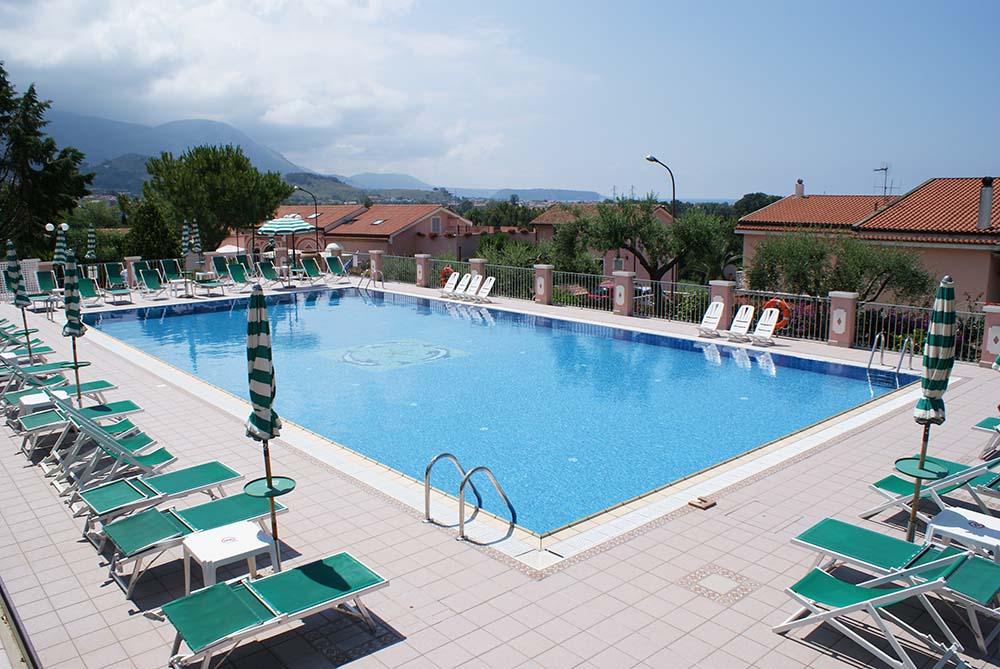 Corsi di nuoto in hotel a maratea hotel ristorante borgo - Piscina di chiari orari corsi ...